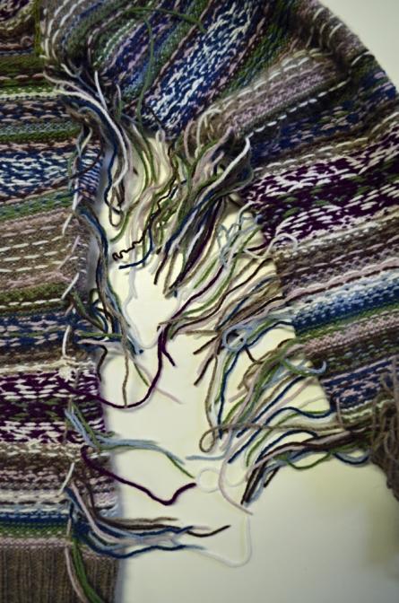 c966b564349 rubová strana svetru před zapošitím konců