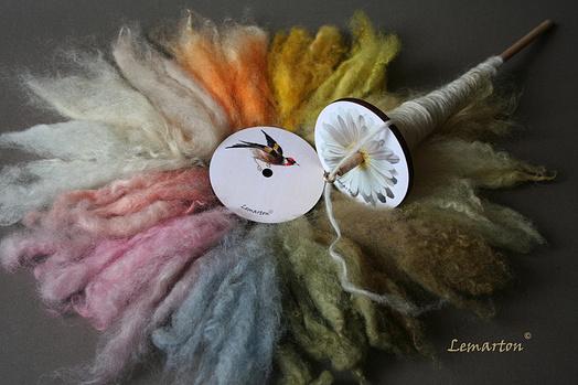 Z příze se vyráběly koberce a oděvy. Mezi staré techniky zpracování ovčí  vlny patří také plstění. Touto metodou se dodnes vyrábí tradiční mongolské  příbytky ... 6da57144f2