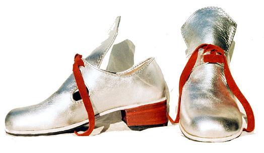 d91a73b5691 Podpatky a zdobení nebyly výsadou pouze dam. Replika pánských barokních bot  ve stylu Ludvíka XIV.